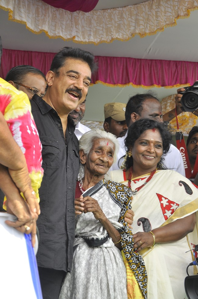 Ulaganayagan Kamal Haasan launching lake cleaning movement as a part of the Clean India Campaign Stills (14)